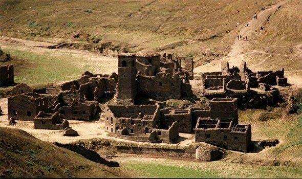 """""""قرية أشباح"""" من القرون الوسطى مغمورة تحت المياه تصعد إلى"""
