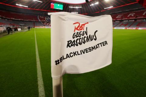 «حياة السود مهمة» بدلاً من أسماء اللاعبين عند استئناف الدوري الإنجليزي