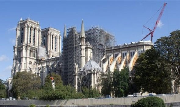 """إعادة فتح ساحة """"كاتدرائية نوتردام"""" بباريس مع استمرار أعمال الترميم"""