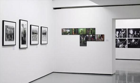 افتتاح معرض غير عادي للوحات في مدينة روسية يُمكن مشاهدته