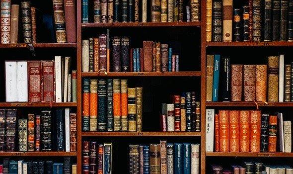 قارئ هولندي يُعيد كتابًا بعد نحو 40 عامًا من استعارته