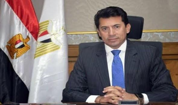 وزير الرياضة يتابع تطورات الصالة المغطاة في برج العرب استعداداً