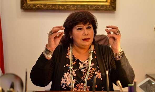 """وزيرة الثقافة المصرية تشهد العرض المسرحي """"عن العشاق"""""""