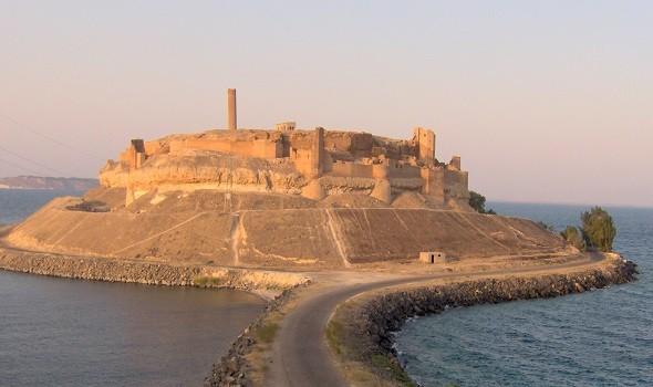قلعة جعبر السورية في خطر وسط المخاوف من انهيارها وأبراجها