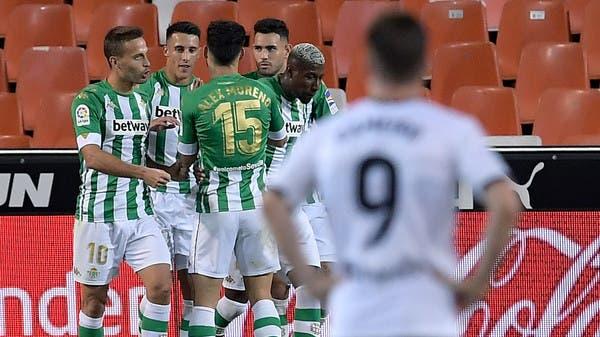 ريال بيتيس ينفرد بصدارة الدوري ويهزم فالنسيا على ملعبه