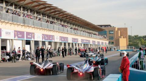أنظار عشّاق سباقات «الفورمولا إي» في العالم تترقب «حلبة الدرعية التاريخية»