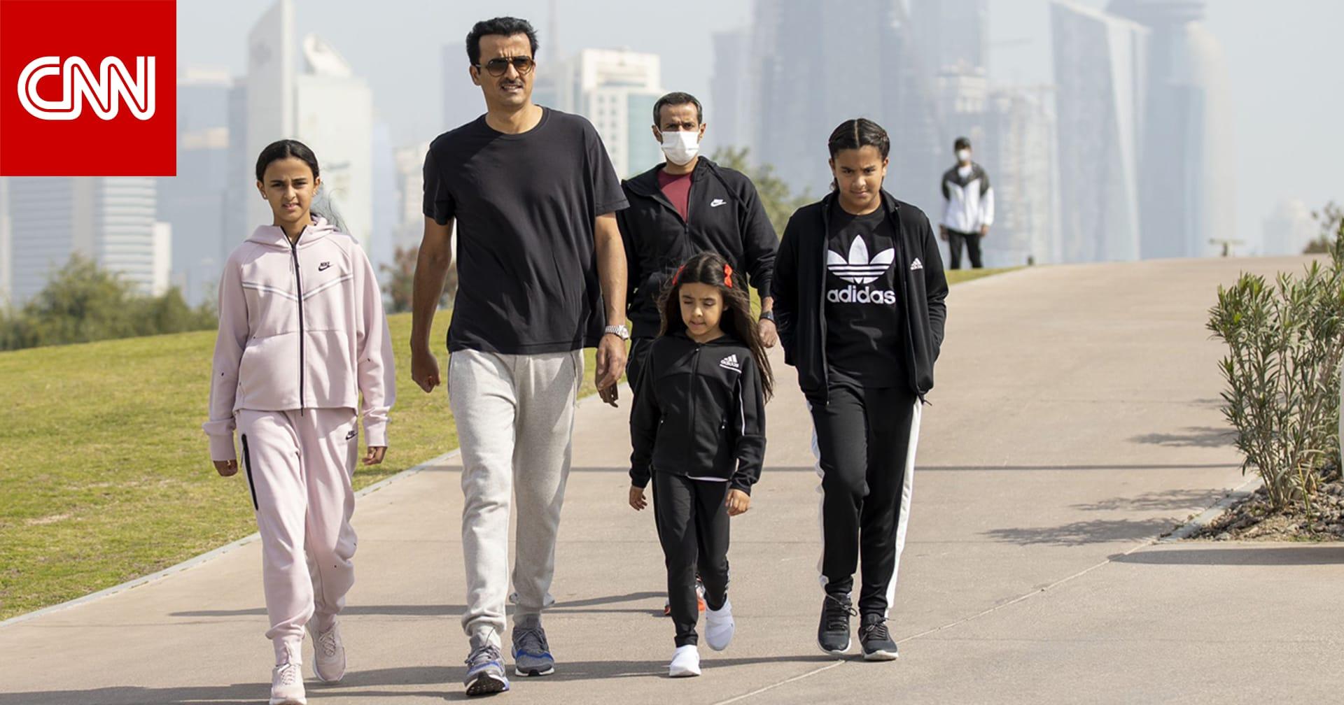 أمير قطر يشارك في اليوم الرياضي.. والشيخة موزا: يأتي في ظرف استثنائي