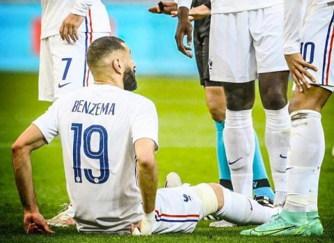 مدرب فرنسا لا يشعر بالقلق إزاء إصابة بنزيمه