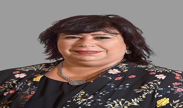 وزيرة الثقافة المصرية  تشيد بالعرض المسرحي ليلتكم سعيدة على المسرح القومي