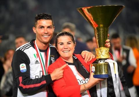 والدة رونالدو: ابن كريستيانو «أفضل» من أبيه في كرة القدم